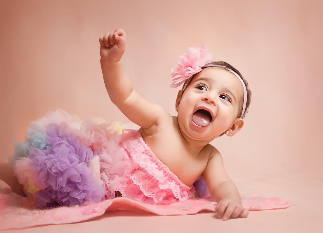 Baby mit Rock